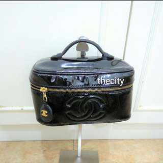 AUTHENTIC CHANEL VANITY BAG / CASE IN BLACK PATENT LEATHER