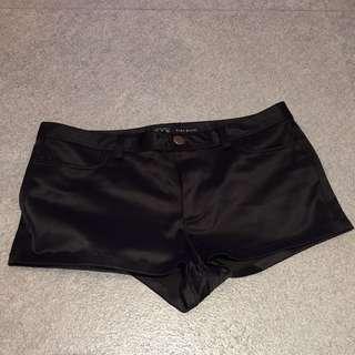 Zara shorts / hot pants (S)