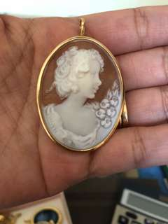 Authentic 18carat solid gold cameo pendant/brooch