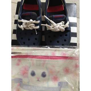 Crocs kids shoes with free pouch for non fussy