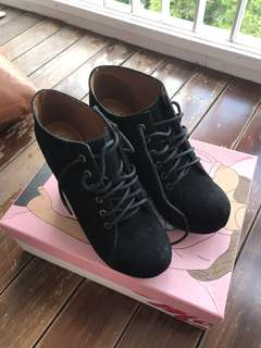 Jeffrey Campbell Wedge Booties Boots lace up 8.5m