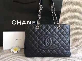 Chanel香奈兒黑銀整體96新有說明紙袋尺寸34/24/13Cm