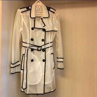白色點點透視黑色滾邊風衣外套