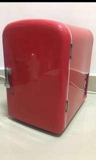 迷你雪櫃全新,可放4至6罐汽水,可冷暖