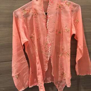 Perfect condition kebaya in salmon pink.  Excellent embroidery. No stains.  Fits XXS