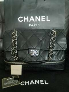 💖100%Real, 90%new Chanel black with silver chain expandable handbag