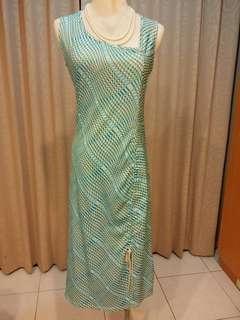 🚚 二手/春夏/藍綠/領口斜切/不規則圖案洋裝