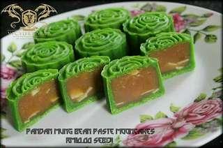 Pandan Mung Bean Mooncakes