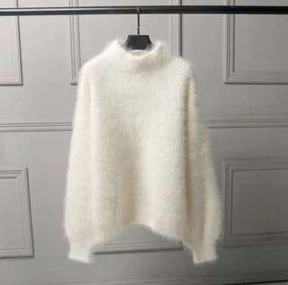 🚚 白色絨毛衣針織衫