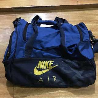 Authentic Nike duffel bag (FIXED PRICE!)