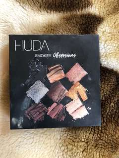 Huda Beauty smokey obsession