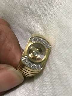 Gold ring with 11 diamonds