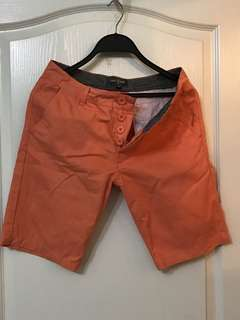 鮮橘色短褲