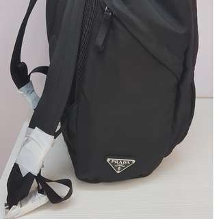 Prada9.9成新後背包