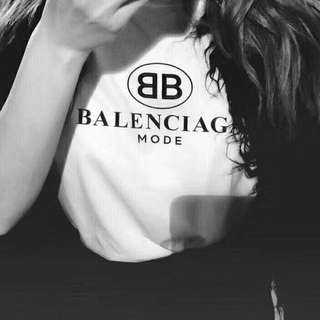 Balenciaga tee in blk or white