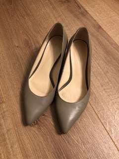 Giodano Ladies 粗踭鞋 70% New