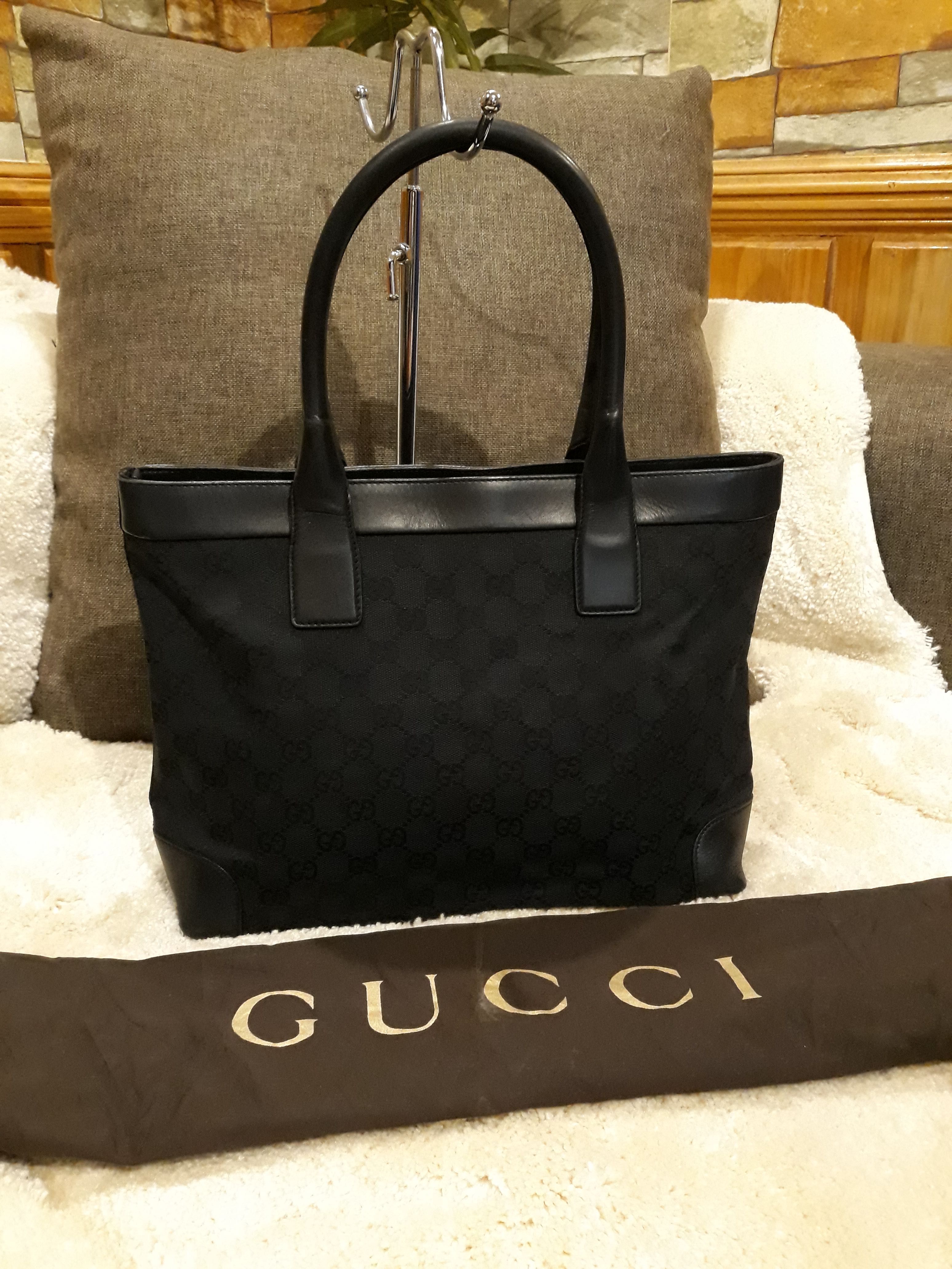 d0f5efdb307 Authentic Gucci Tote with Zipper and dustbag
