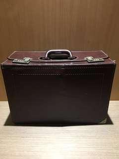 早期硬殼皮革醫生包 早期老皮箱 早期木製皮箱 復古老皮箱 硬殼木頭箱 早期手提箱 復古收納箱 擺攤箱 裝置藝術 背景道具