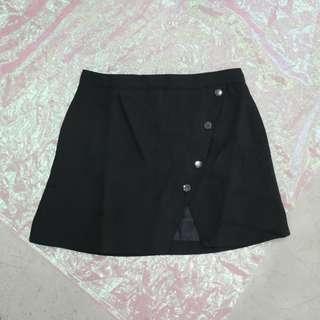 釦子斜邊造型短裙