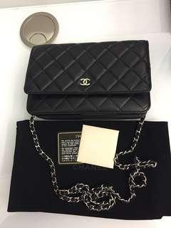 Chanel WOC,羊皮銀鏈,整體有9成新,用到6次就一直放在櫃,只是背面皮有小小老化、請看圖、有卡、單、貼、不議價❤️🙏