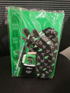 Smiggle set (come with 2 note book)