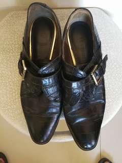 Le Saunda leather shoes ( can fit size 6.5)