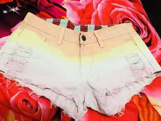 celana pendek rainbow