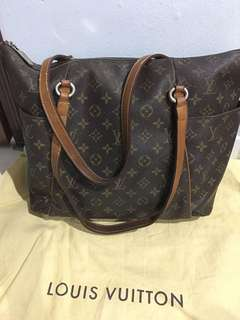 LV TOTALLY MM (NOT AUTHENTIC!) - Please read Item Description for more info!