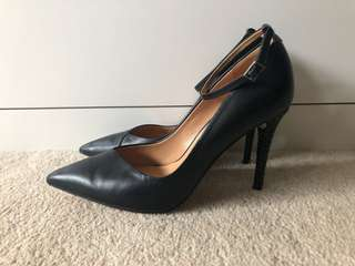 BADGLEY MIISCHKA black leather point heel