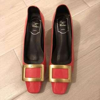 Roger Vivier RV patent leather courts 蜜桃粉粗跟方頭鞋