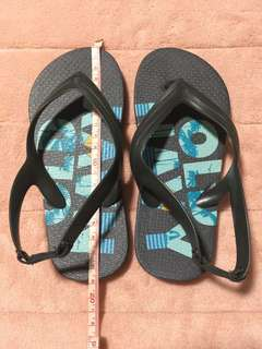 Old Navy Solid Printed Flip Flops For Boys