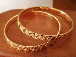 22cr Gold Bangles : 5 cm Diameter