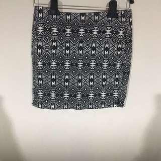 全新H&M圖騰窄裙 有彈性很舒服
