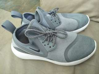 Nike lunarcharge shoes