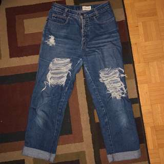 CALVIN KLEIN RIPPED JEANS