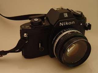 Nikon EM + 35mm lens