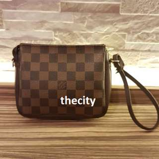 AUTHENTIC LOUIS VUITTON DAMIER POUCHETTE BAG