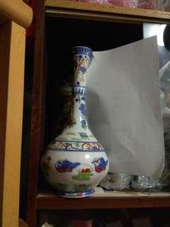 Porcelain Vase 長颈斗彩玉壶春瓷瓶乾隆款識