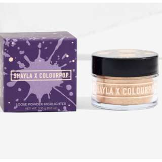 POSE SHAYLA X COLOURPOP Luster Dust Loose Highlighter