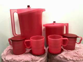 Tupperware Pitcher Set