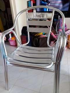 可口可樂鋁沙灉椅兩張,每張$208,兩張$300