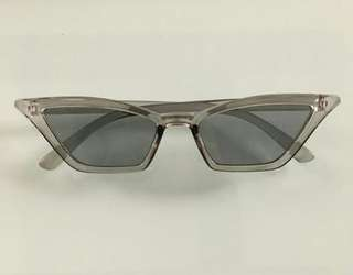 Gray retro sunnies