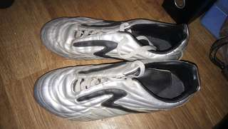 Sepatu Bola SPECS Original dijual dijamin Muraaaaaah,