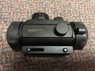 Simmons red dot scope
