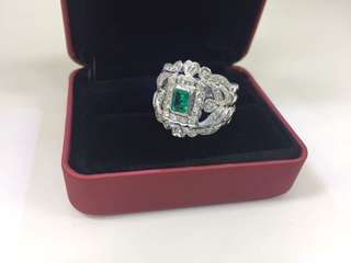 18K WG Emerald diamond ring