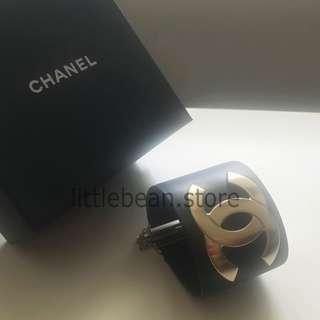 【Chanel】2018 Cruise GOLD CC LOGO Leather Cuff Bracelet NAVY