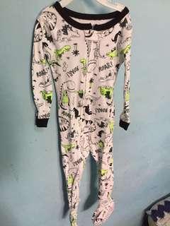 Sleepsuit size 24m baru dipake sekali anaknya ga betah pake tangan panjang kalo tidur like new yah merk carters ori