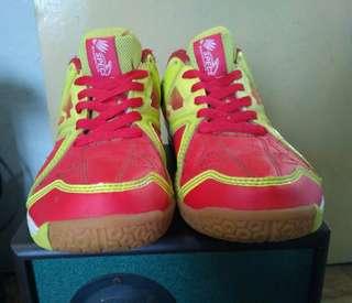Sepatu bulutangkis