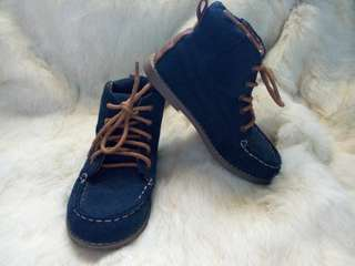 Old Navy boots for kids size 27