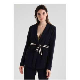 🚚 全新 含吊牌 丹麥 北歐 品牌 深藍色 開襟 綁帶 西裝 外套 西裝外套